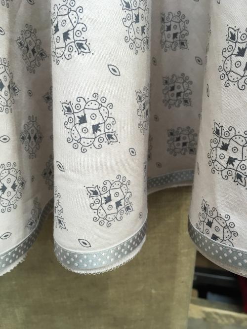 bedruckte Baumwollstoffe, satiniert mit verschiedenen Motiven